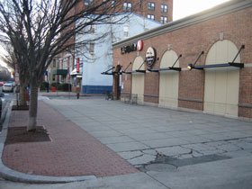 DC Grocery Stores: Embrace the Sidewalk