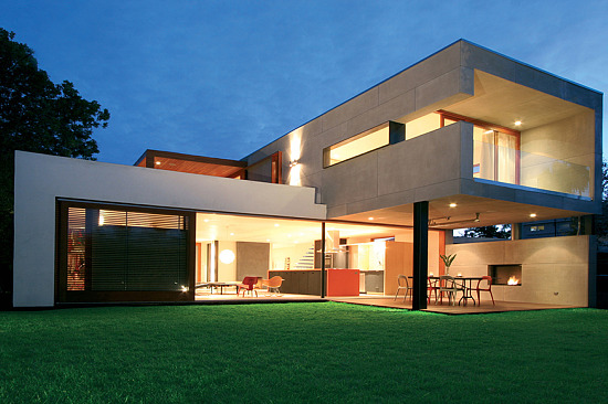 How much for an indoor outdoor home near santa monica for Award winning contemporary homes