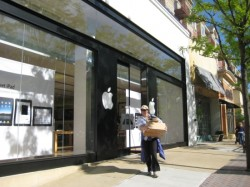 Clarendon's Apple Store