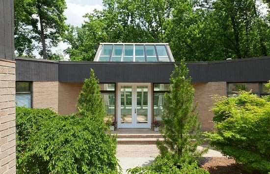 This Week's Find: The Glass House in Forest Hills: Figure 4