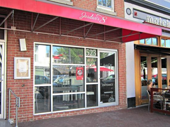 Neighborhood Eats: Hank's, Yo! Sushi Opening, Back Alley ...