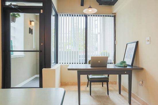 This Week's Find: An Adams Morgan Home Office: Figure 6