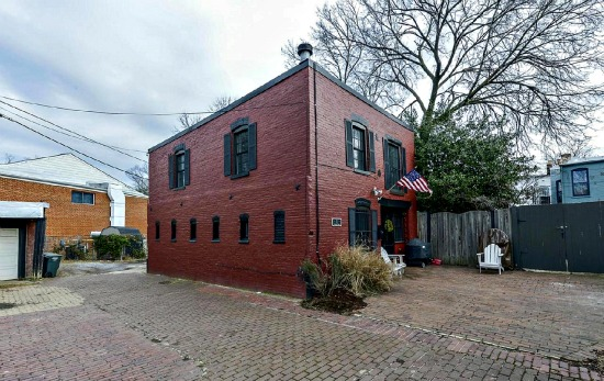 This Week's Find: A Former Carriage House on the Hill: Figure 1