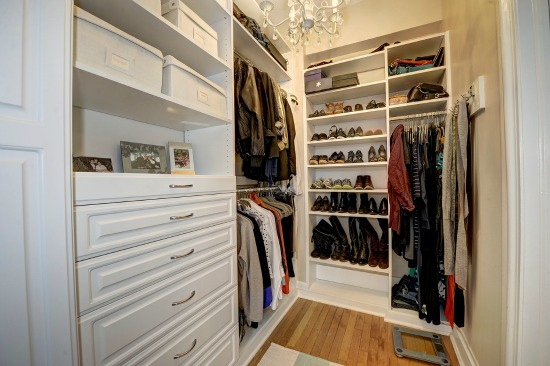 6x7 Walk In Closet Of An Efficient 454 Square Feet