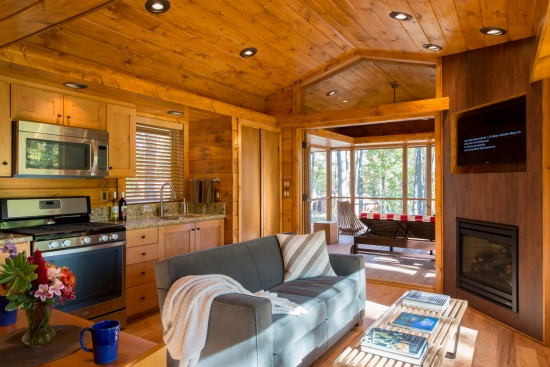 This 400 Square-Foot Mobile Cabin Looks at Home in the Woods: Figure 3