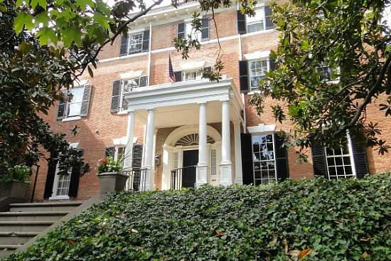 Jackie kennedy s georgetown mansion reportedly listed for for Jackie o house vaucluse