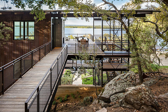 A Blue Lake Retreat Built into a Texas Hillside: Figure 5