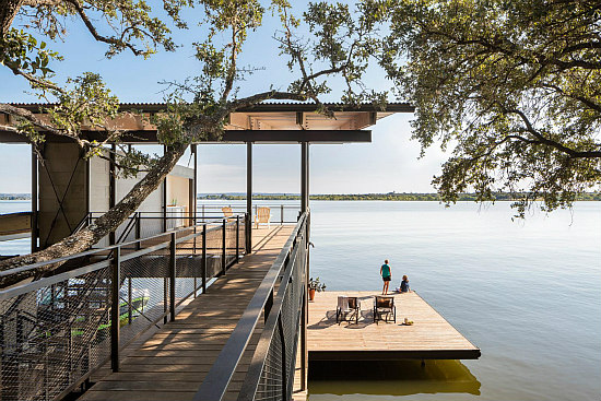 A Blue Lake Retreat Built into a Texas Hillside: Figure 2