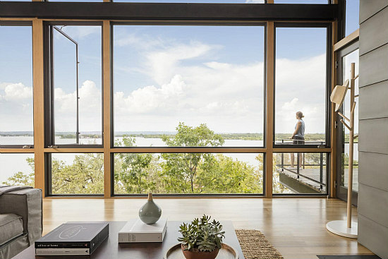 A Blue Lake Retreat Built into a Texas Hillside: Figure 8