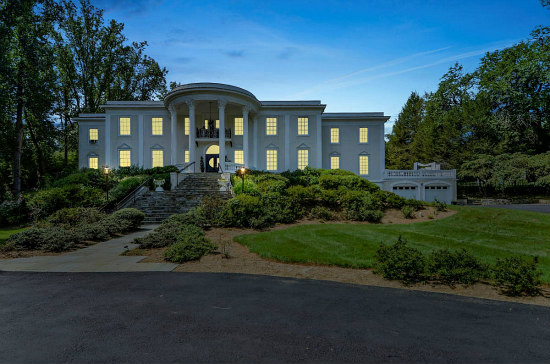 White House Replica in McLean Fails to Sell at Auction: Figure 1