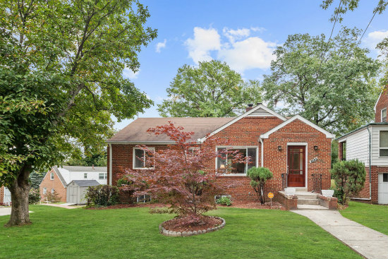 Best New Listings: Facing South in Burleith and Sitting Pretty in Southeast: Figure 2