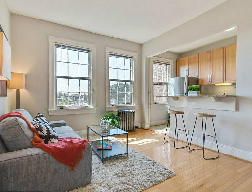 Under Contract: A Week on the Hill; Four Days in Kalorama