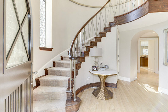 This Week's Find: Former Estate to Stately Five-Bedroom: Figure 10