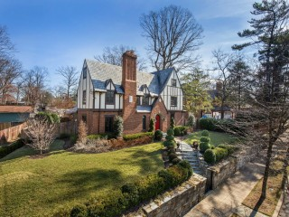 The DC Neighborhoods Where There Are Virtually No Homes For Sale