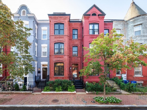 Best New Listings: Sunrooms, Roof Decks and Bedroom Bay Windows