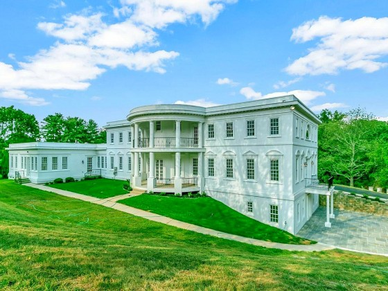 A White House Replica Hits the Market in McLean