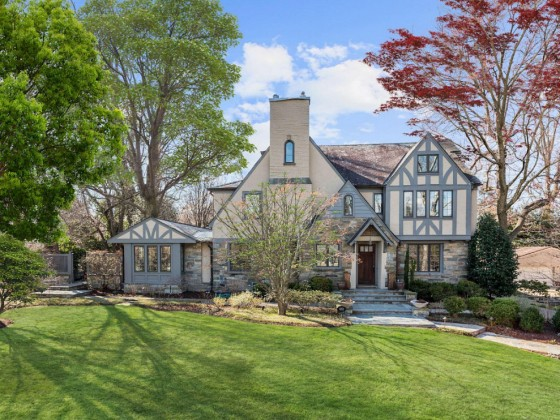 Big Houses Moving Quickly: The Spring Valley Market, By the Numbers