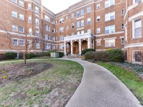 1820 Clydesdale Place NW, Unit 205