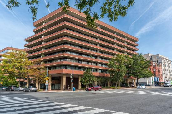 2555 Pennsylvania Avenue NW #808