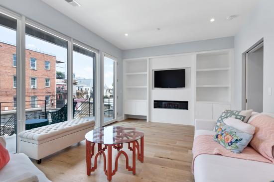 1219 Park Rd NW, Penthouse